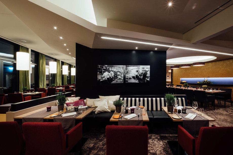 Kreative Moderne K 252 Che Im Park Restaurant Mit Garten